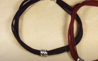 Collier faux suède et anneaux
