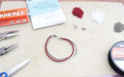 Bracelet trois rangs avec des rocailles